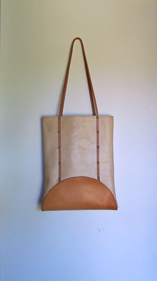 Weathered leather tote 9